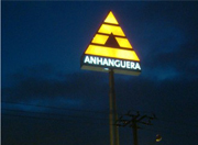 Totem Logo Anhanguera